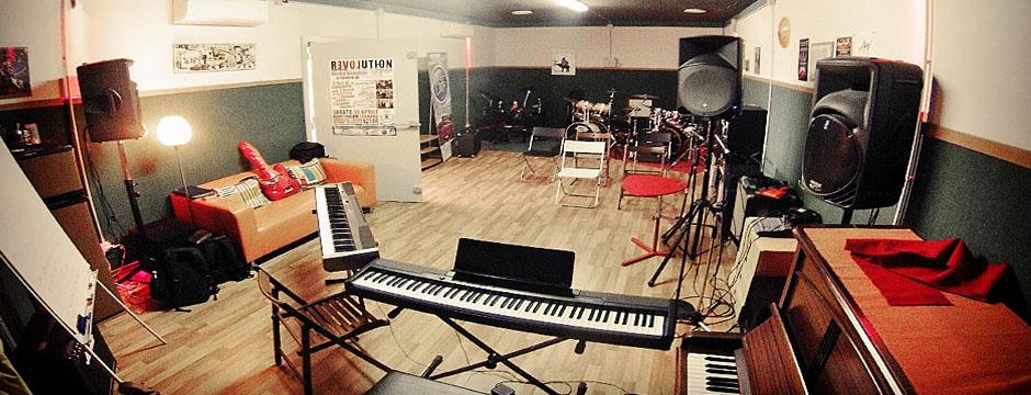 SEVEN NOTES : LA SCUOLA DI MUSICA TARGATA STUDIOGROOVE